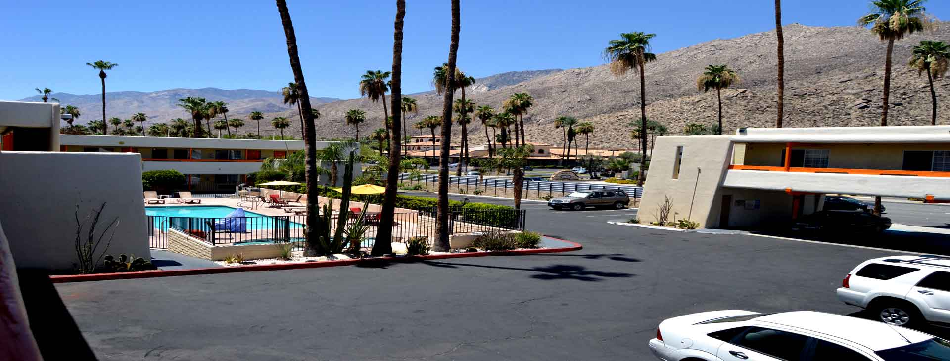 Front of Hotel Musicland Hotel Palm Springs